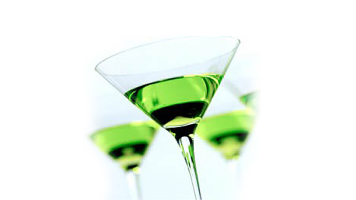 5 cocktails with white wine for every ocasion for Green apple mixed drinks