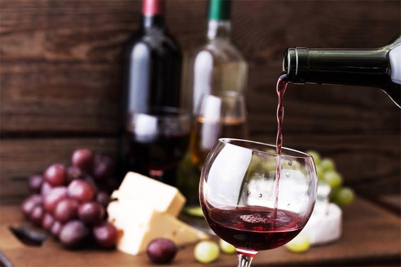 Maridaje de vino tinto y quesos