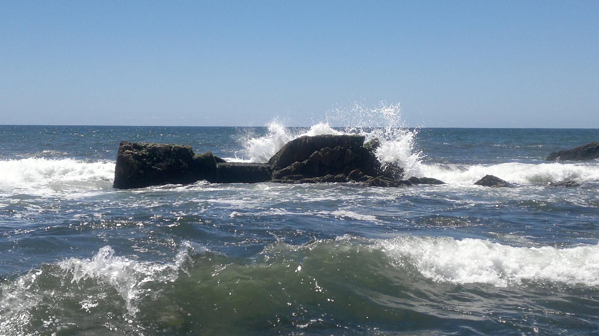 Waves crashing on the beaches of Punta del Este