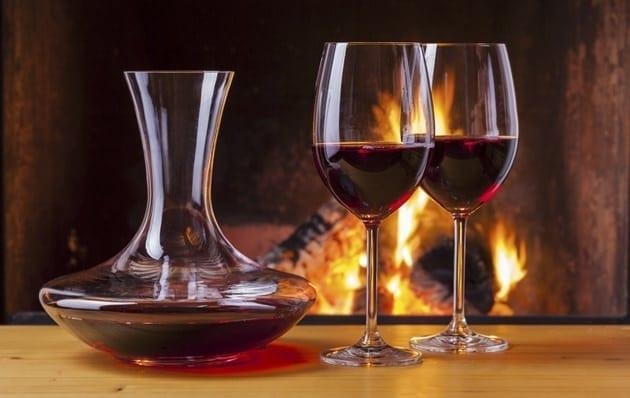 ¿Por qué y cuándo debemos decantar un vino?